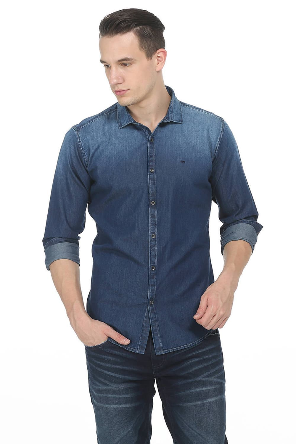 what color shirt goes with blue jeans